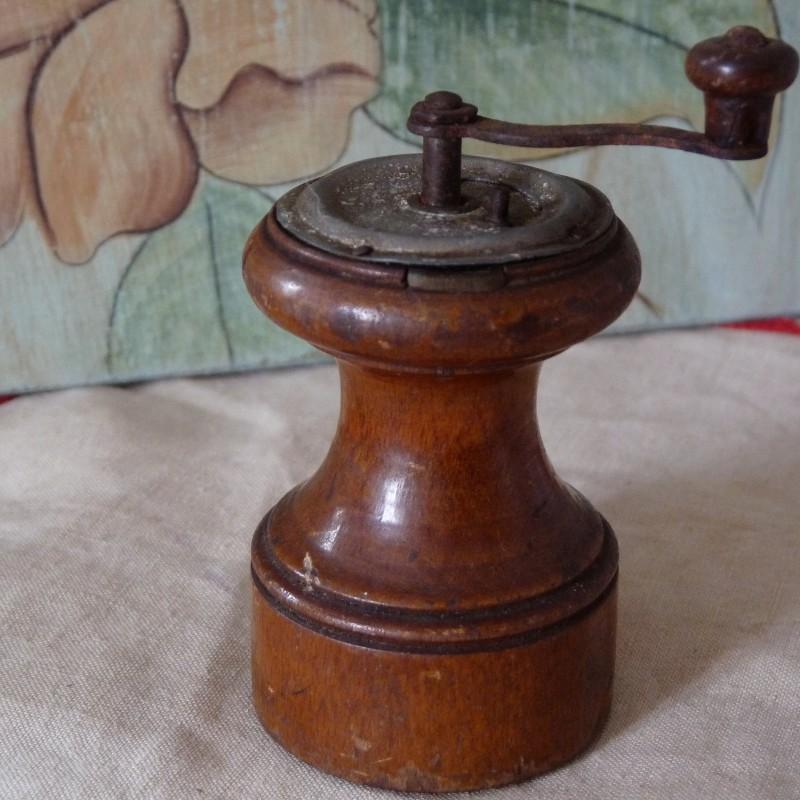 moulin a poivre bois ancien
