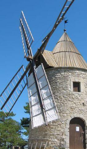moulin à vent en bois pour jardin