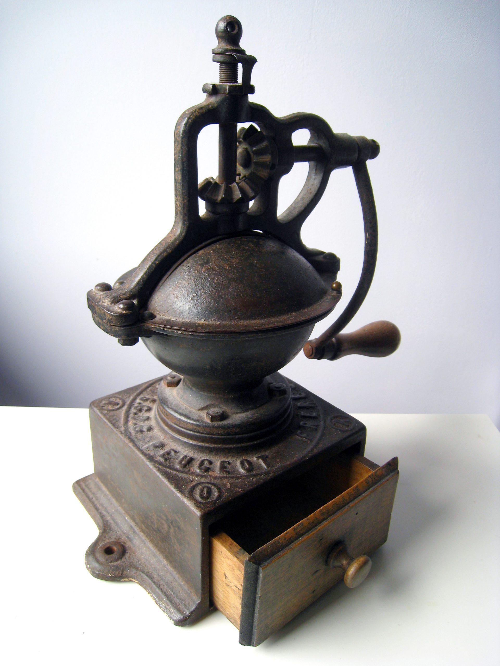 peugeot moulin cafe